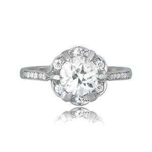 round cut diamond engagement ring)